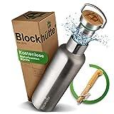 Blockhütte. Premium Edelstahl Trinkflasche isoliert...