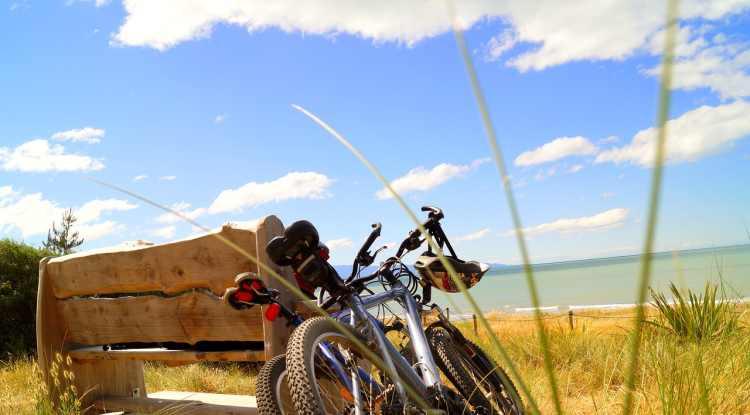 bicycle tour 2101246 1280